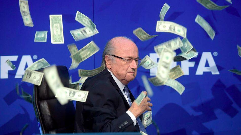 Chủ tịch Sepp Blatter trong vụ bê bối tham nhũng tồi tệ nhất lịch sử FIFA