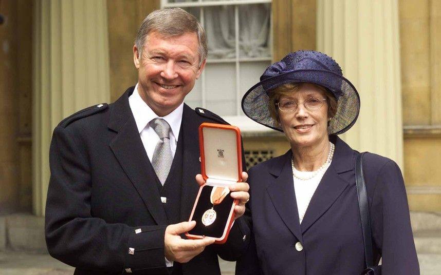 Sir Alex Ferguson được phong tước hiệp sĩ năm 1999