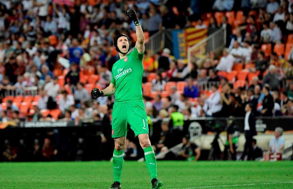 Petr Cech, điềm lành của Arsenal trước Chelsea?