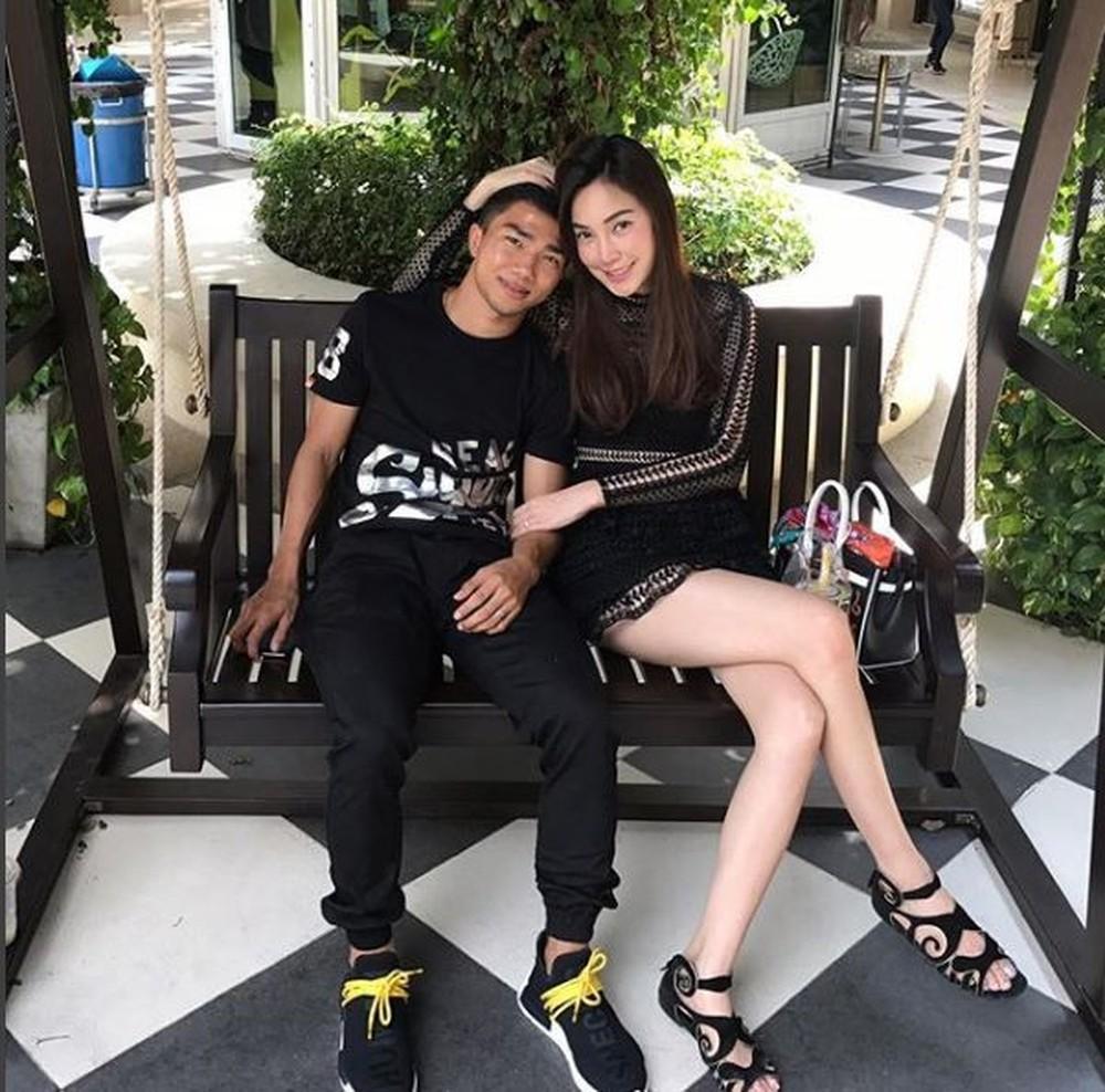 """Bạn gái Chanathip Songkrasin: Tuổi tác chẳng phải vấn đề với """"Messi Thái"""" 7"""