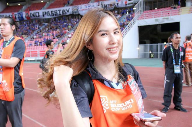 Butsakorn Eakkaphan: Cô bạn gái xinh đẹp của Supachai Jaided 7